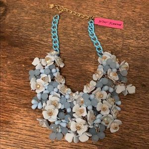 Hersey Johnson Floral necklace